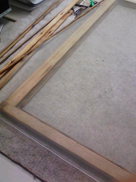 ひさびさの木製建具網戸張り替え